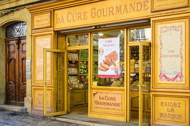 FRA11150AW Storefront of La Cure Gourmande specialty biscuit shop on Place Richelme, Aix-en-Provence, Bouches-du-Rhône, Provence-Alpes-Côte d'Azur, France.