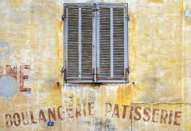 FRA11152AW Old shutters and weathered Boulangerie-Patisserie bakery sign, Cassis, Bouches-du-Rhône, Provence-Alpes-Côte d'Azur, France.