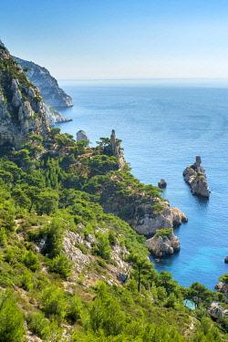 FRA11160AW Mediterranean landscape at Calanque de Sugiton, Parc National des Calanques, Bouches-du-Rhône, Provence-Alpes-Côte d'Azur, France.