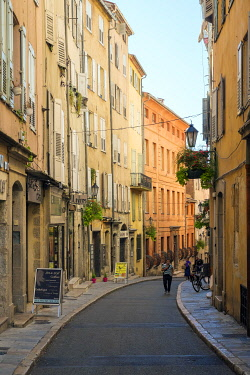 FRA11173AW Buildings along Rue Amiral de Grasse, Grasse, Alpes-Maritimes, Provence-Alpes-Côte d'Azur, France.