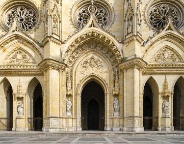 FRA11177AW Exterior façade of Orléans Cathedral (Basilique Cathédrale Sainte-Croix), Orléans, Loiret Department, Centre, France.