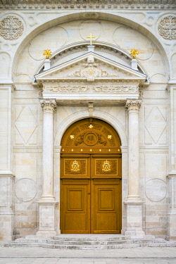 FRA11182AW Entrance to Orléans Cathedral (Basilique Cathédrale Sainte-Croix), Orléans, Loiret Department, Centre, France.