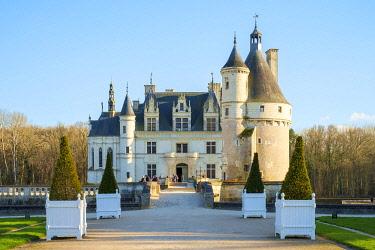 FRA11193AW Front entrance to Château de Chenonceau castle, Chenonceaux, Indre-et-Loire, Centre, France.