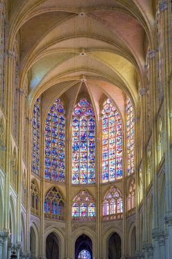 FRA11205AW Interior apse of Cathédrale Saint-Gatien cathedral and stained-glass windows, Tours, Indre-et-Loire, Centre, France.