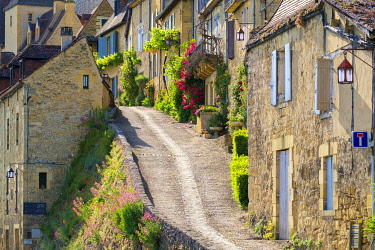 FRA11254AW Steep street lined with old houses, Beynac-et-Cazenac, Dordogne Department, Aquitaine, France