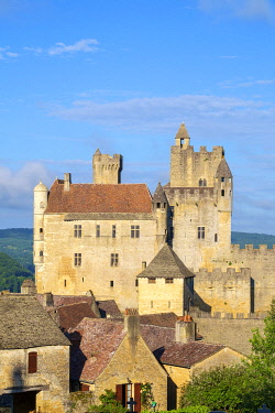 FRA11259AW Beynac-et-Cazenac castle and medieval houses, Dordogne Department, Aquitaine, France