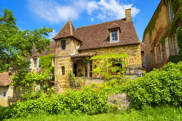 FRA11266AW Beautiful old stone house on Rue Montaigne, Sarlat-la-Canéda, Dordogne Department, Aquitaine, France
