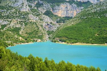 FRA11327AW Lac de Sainte-Croix at the entrance of the Gorge du Verdon, Var/Alpes-de-Haute-Provence, Provence-Alpes-Côte d'Azur, France