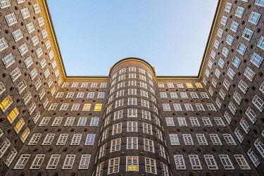 GER11779AW Sprinkenhof office building built in 1927-1943 in brick expressionist style, Kontorhausviertel, Hamburg Altstadt, Hamburg, Germany