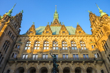 GER11786AW Rear façade of Hamburg Rathaus (City Hall) from inner courtyard in late afternoon, Altstadt, Hamburg, Germany