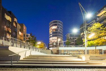 GER11792AW Modern urban architecture on the Dalmankai at night, HafenCity, Hamburg, Germany