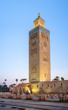 MOR2561AWRF Morocco, Marrakech-Safi (Marrakesh-Tensift-El Haouz) region, Marrakesh. 12th century Koutoubia Mosque at dusk.