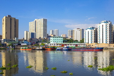 PHI1584AW Residential towers in neighborhood of San Nicolas seen across the Pasig River, Manila, National Capital Region, Philippines