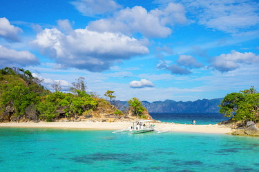 PHI1604AW Outrigger boat on the beach at Cauayan Island (Bulalacao Island), Coron, Palawan, Philippines