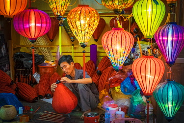 VIT1690AW A man makes hand-made silk lanterns in his workshop, Hoi An, Quang Nam Province, Vietnam