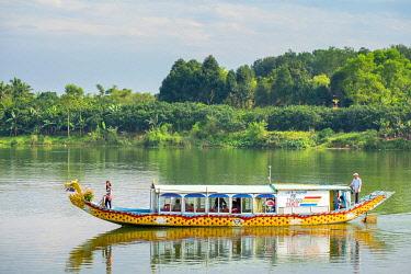 VIT1702AW Dragon Boat on the Perfume River, Huá��, Thá��a Thiên-Huá�� Province, Vietnam