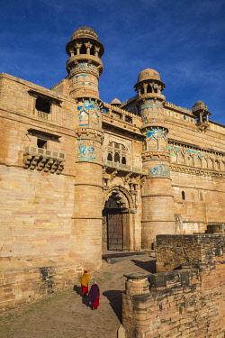 IN373RF India, Madhya Pradesh, Gwalior, Gwalior Fort, Man Singh Palace, Elephant Gate (Hathiya Paur)