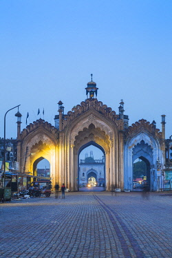IN08320 India, Uttar Pradesh, Lucknow, Gate in the old city