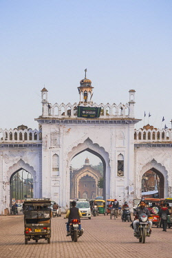 IN08340 India, Uttar Pradesh, Lucknow, Gate in the old city