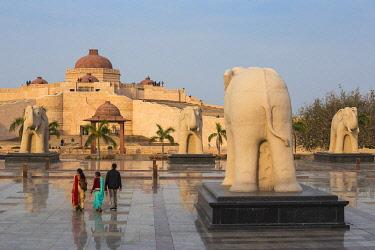 IN08344 India, Uttar Pradesh, Lucknow, Gomti Nagar, Dr. Ambedkar Park