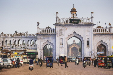 IN08351 India, Uttar Pradesh, Lucknow, Gate in the old city