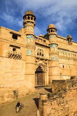 IN08352 India, Madhya Pradesh, Gwalior, Gwalior Fort, Man Singh Palace, Elephant Gate (Hathiya Paur)