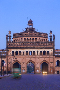 IN08369 India, Uttar Pradesh, Lucknow, Rumi Darwaza