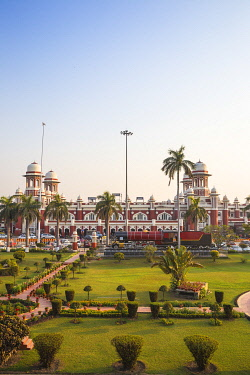 IN08374 India, Uttar Pradesh, Lucknow, Charbagh, Lucknow Railway station
