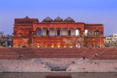 IN08389 India, Uttar Pradesh, Lucknow, Hussainabad Pond and Picture Gallery