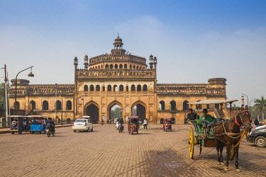 IN08409 India, Uttar Pradesh, Lucknow, Rumi Darwaza