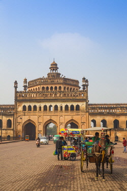 IN08421 India, Uttar Pradesh, Lucknow, Rumi Darwaza