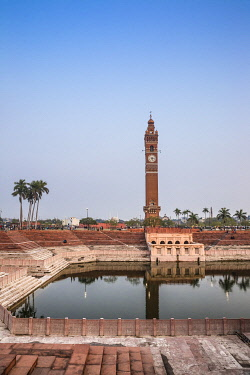 IN08428 India, Uttar Pradesh, Lucknow, Hussainabad pond and Clock Tower