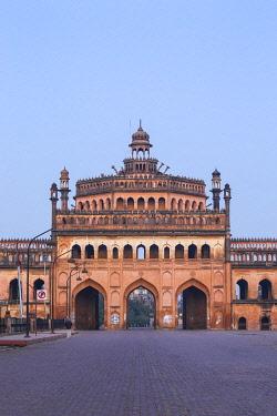 IN08434 India, Uttar Pradesh, Lucknow, Rumi Darwaza