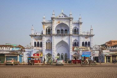 IN08456 India, Uttar Pradesh, Lucknow, Ornate building opposite Chota Imambara