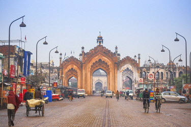 IN08465 India, Uttar Pradesh, Lucknow, Gate in the old city