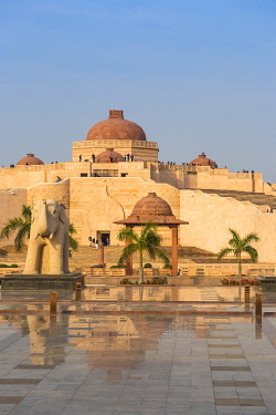 IN08471 India, Uttar Pradesh, Lucknow, Gomti Nagar, Dr. Ambedkar Park
