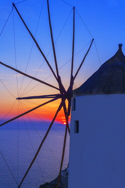 GRE1718AW Windmill at sunset, Oia, Santorini, Cyclades Islands, Greece