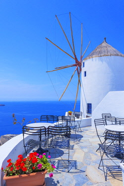 GRE1719AW Traditional windmill, Oia, Santorini, Cyclades Islands, Greece