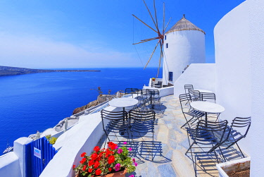 GRE1720AW Traditional windmill, Oia, Santorini, Cyclades Islands, Greece