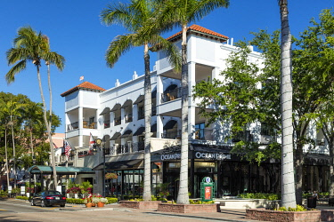 US10BJN0287 Inn on 5th, Hotel and retail businesses along 5th Avenue, Naples, Florida, USA