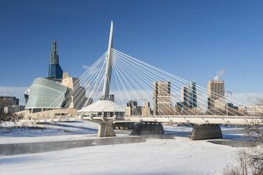 CN03BJY0284 Canada, Manitoba, Winnipeg. Winter skyline with museum and Esplanade Riel Bridge