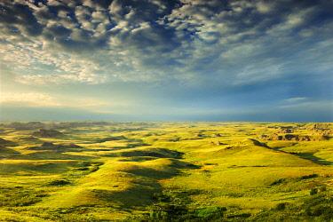 CN11BJY0057 Canada, Saskatchewan, Grasslands National Park. Killdeer Badlands formations