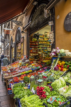 IT369RF Grocers shop, Bologna, Emilia-Romagna, Italy