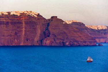 EU12KSU0215 Fira perched on the cliff on the coast of Aegean Sea, Santorini Island, Greece
