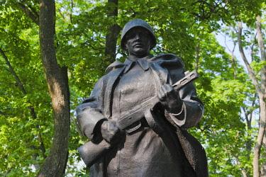 EU50KSU0050 Statue of a Soviet era soldier. Nyasvizh, Minsk Province, Belarus