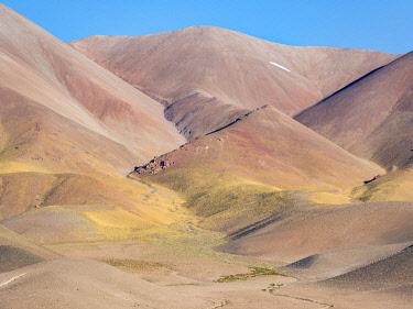 SA01MZW0933 The mountains of the Altiplano near Tolar Grande village, close to the border to Chile. Argentina.