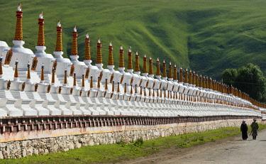 AS07KSU1984 Chortens of Huiyuan Temple, Bamei, Garze Tibetan Autonomous Prefecture, western Sichuan, China