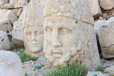AS37KSU0164 Statue of head at sunrise on the west side of the mountain, Mt. Nemrut, Turkey