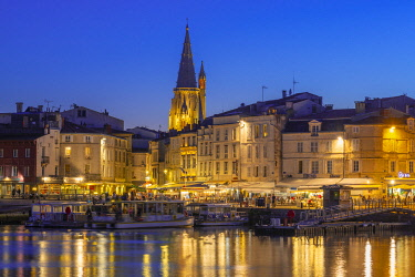 FRA11489AWRF France, Poitou Charentes, La Rochelle, Old Harbour and lantern tower at dusk