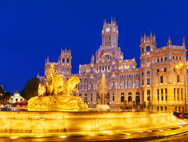 SPA9375AWRF Spain, Madrid. Plaza de Cibeles and town hall at night